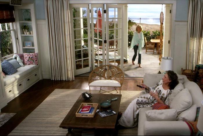 Grace-and-Frankie-on-Netflix-Beach-House-living-room-3